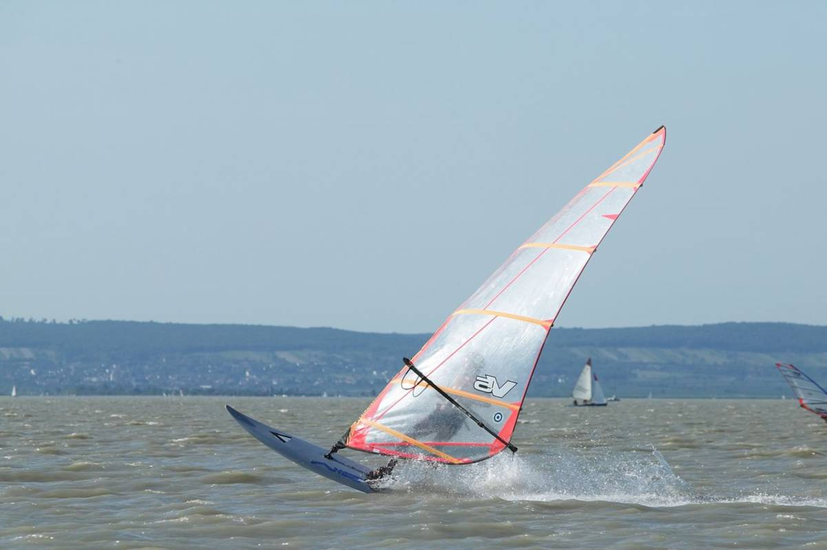 Windsurfen am Neusiedler See (c)NTG/Mike Ranz
